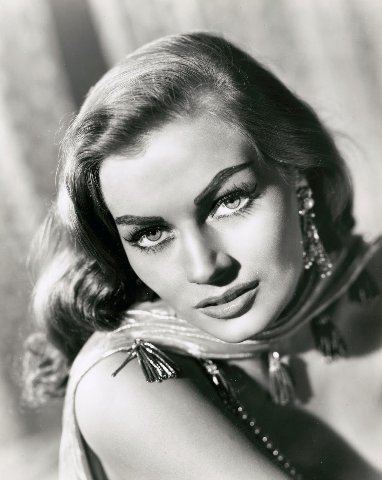 AnitaEkberg2 Here is hoping that you get everything you wished for and more :)