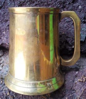 Mug Logam Warna Kuning Vintage