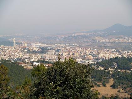 Panoràmica del Baix Llobregat, des de sota el Montpedrós