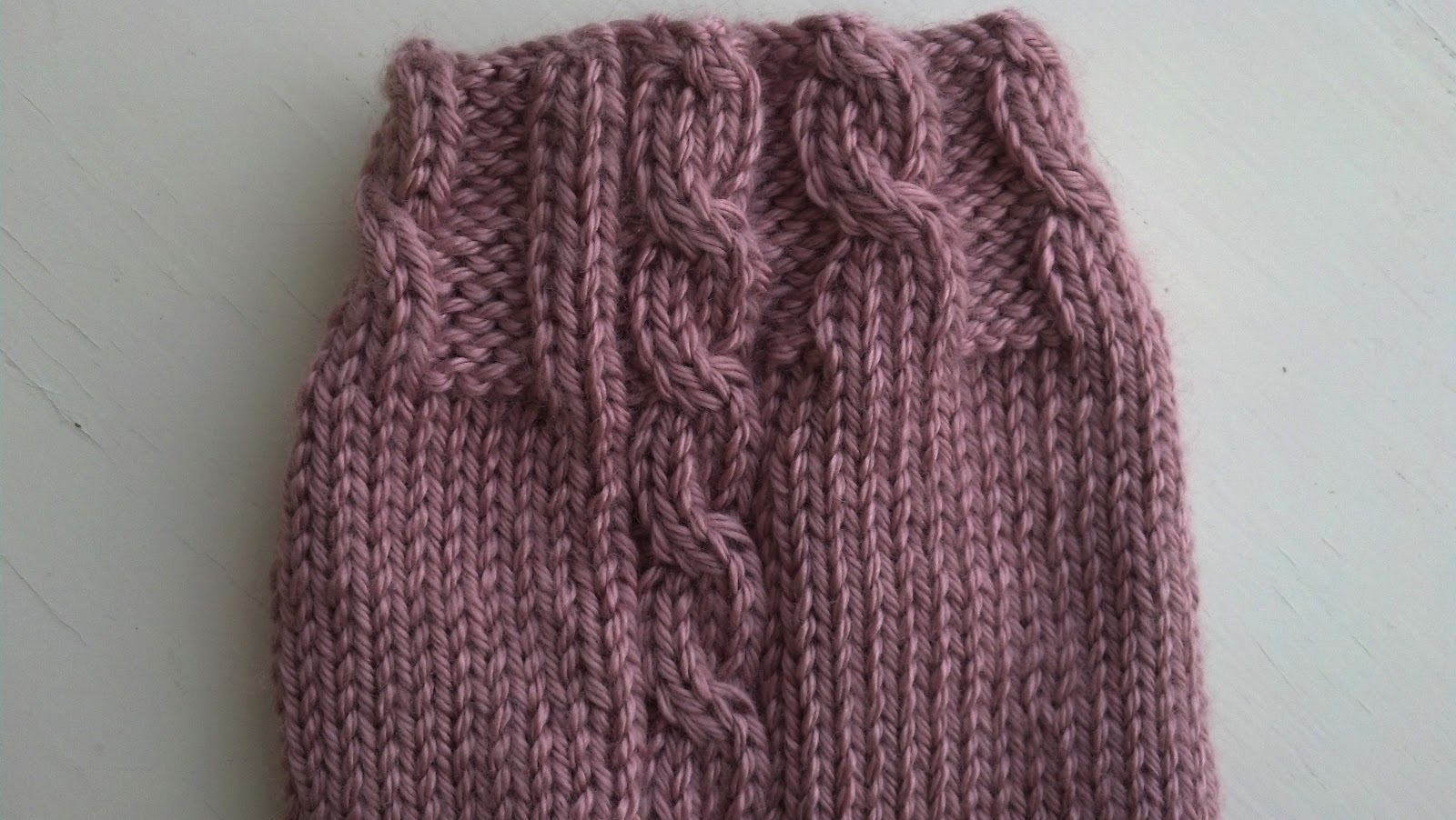 Cable Hook Knitting : Single cable leg warmers knit a bit crochet away