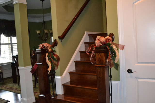 banister-christmas-greenery-burgandy-brocade-ribbon