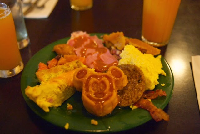 Breakfast at tusker house animal kingdom disney world