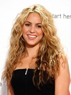 Shakira long curly hairstyles