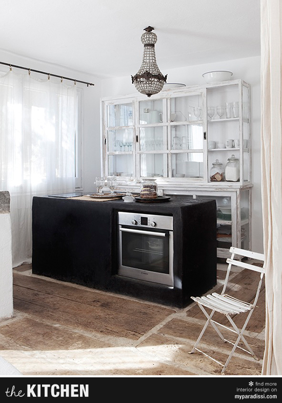 Eclectic country kitchen with black concrete island ©Ruben Ortiz