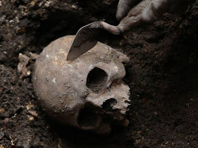 Crossrail project uncovers Bedlam burial ground