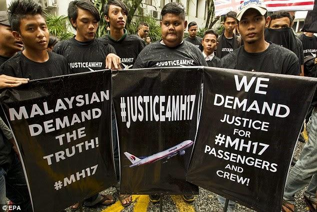 Aktivis Malaysia Demo Kebenaran MH17 Tapi Bawa Bendera Jerman
