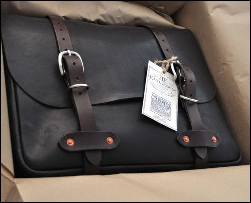 http://www.perfectmensblazers.com/shop-mens/outlet/men-clothing/briefcases-leather-bags-exclusive-genuine-leather-brown-vintage-mens-briefcase-messenger-p-495.html