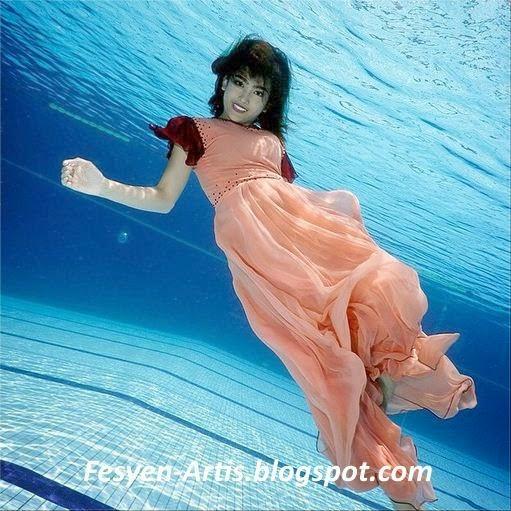 Elfira Loy Hampir Lemas Ketika Buat Photoshoot Dalam Air