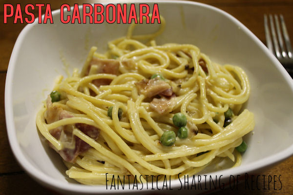 Pasta Carbonara: Rich, creamy pasta with bacon and peas | www.fantasticalsharing.com