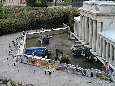 zidul berlinului in miniatura la mini-europa