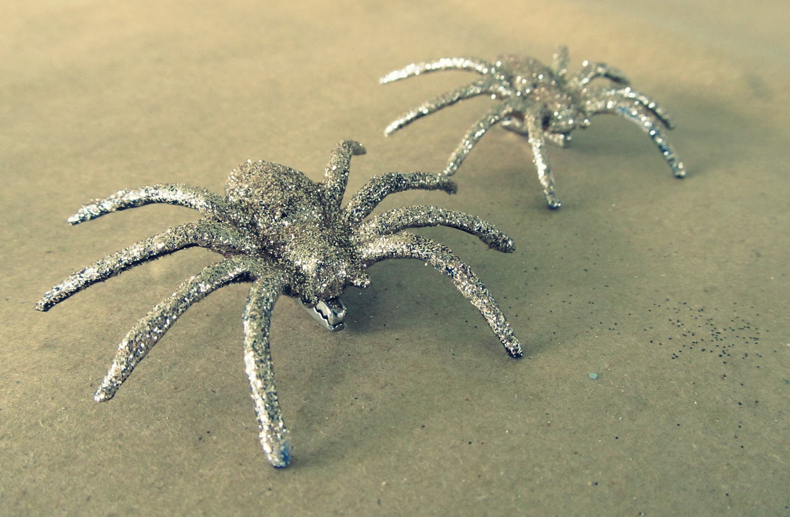 Wobisobi Glitter Spiders Diy