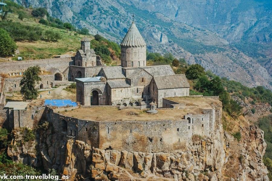 Монастырь Татев – автостопом по Армении
