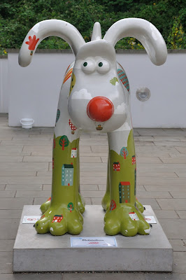 Hullaballoon Gromit (front view)