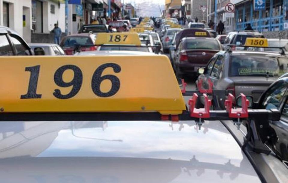 Taxistas y remiseros denuncian servicios truchos