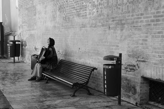 El sonido de un acordeón callejero siempre me transport a París