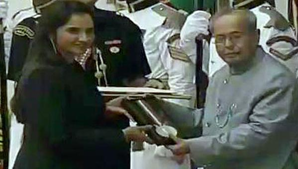 Tennis star Sania Mirza made it a point to be in New Delhi to personally collect her Rajiv Gandhi Khel Ratna, two days ahead of the US Open, which starts on Monday.