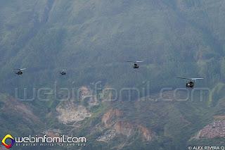 Formación de helicópteros UH-1N y Huey II del Ejército de Colombia.