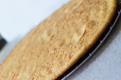 изпечена медена платка за торта