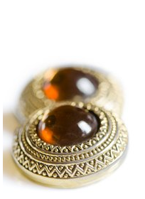 Gold earring with amber gemstone