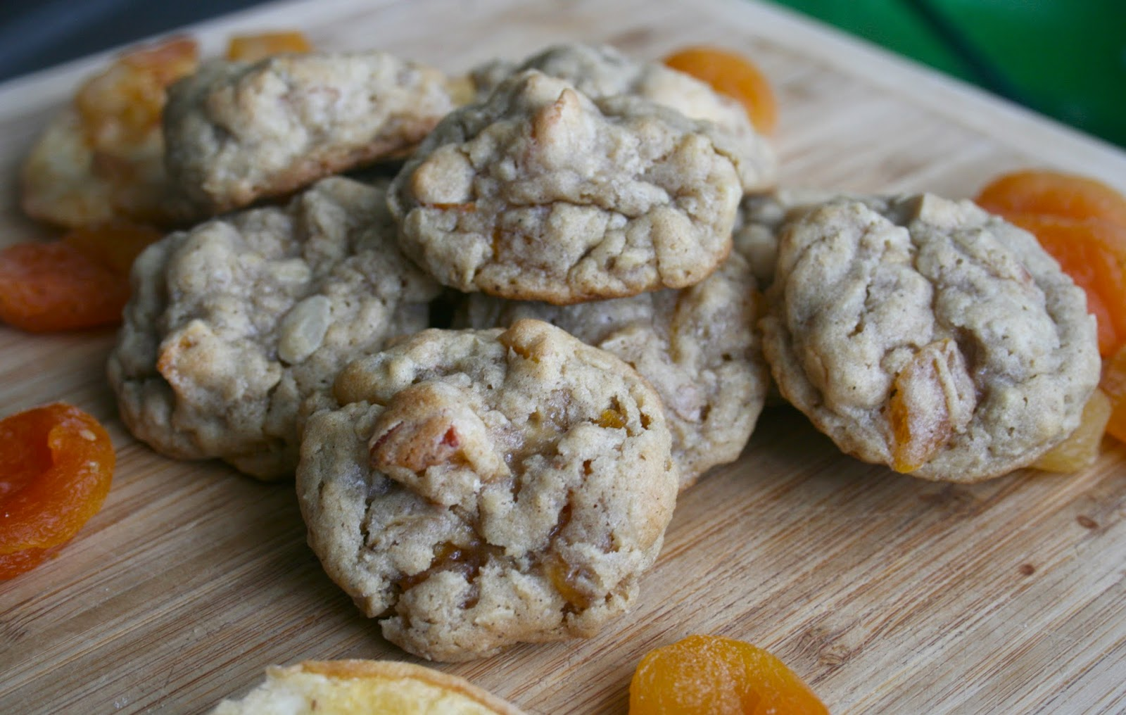 Bake - a - holic: Dried White Peach and Apricot Oatmeal Cookies
