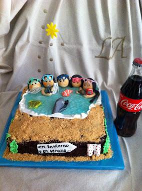 así era de grande la tarta de los 5 buceadores.