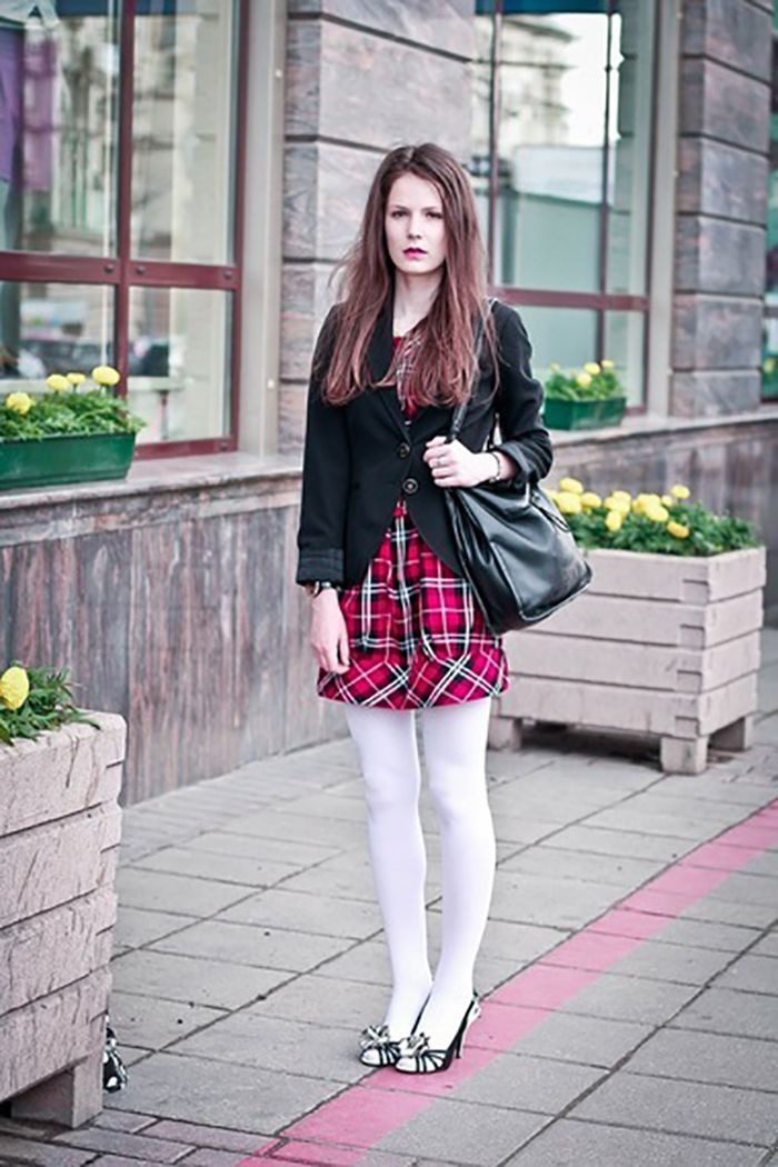 фото девушки в белых колготках