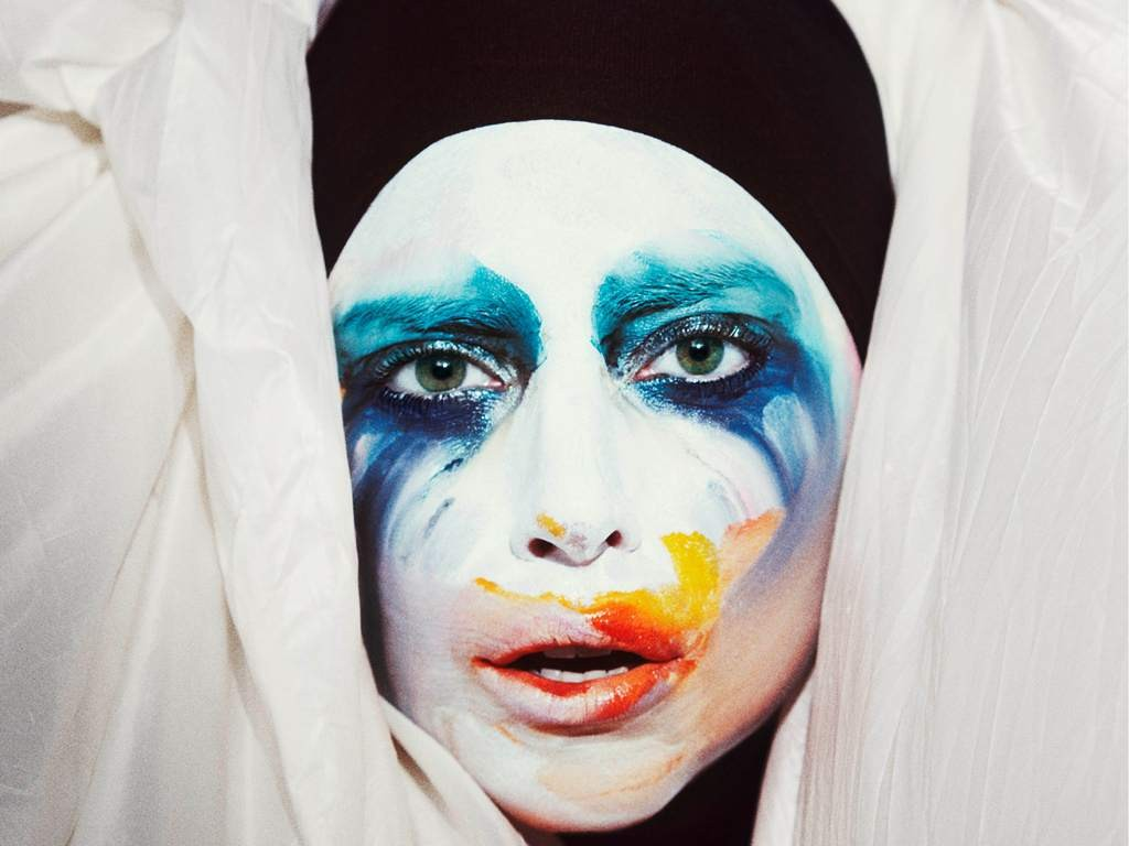 Lady Gaga - Applause (Official Video)