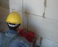 Sử dụng máy tạo rãnh tường Macroza