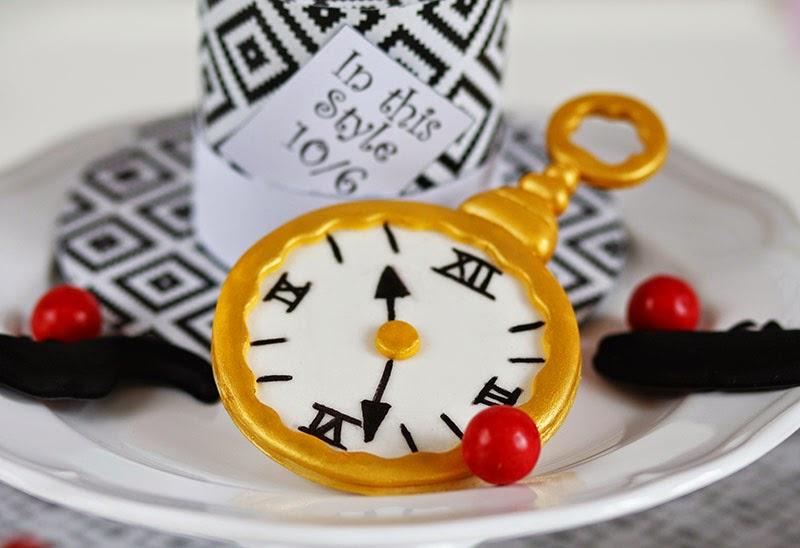 Horloge pâte à sucre