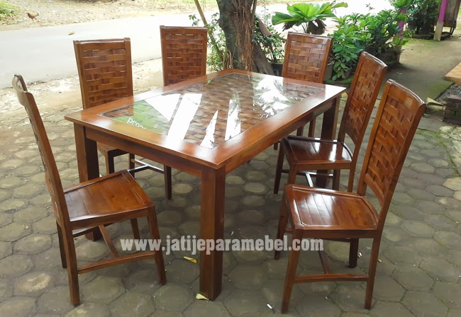 http://www.jatijeparamebel.com/category/gallery-produk/set-meja-kursi-makan/