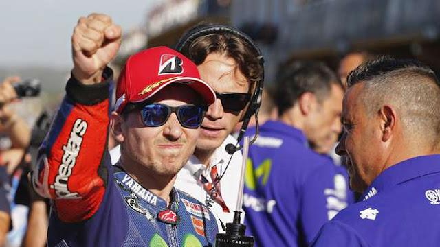 Kalahkan Rossi, Kini Lorenzo Sujud Syukur Berhasil Juara Dunia MotoGP 2015, yang Ke 5 Kalinya