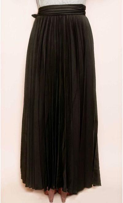 Tenue hijab jupe longue noir plissée