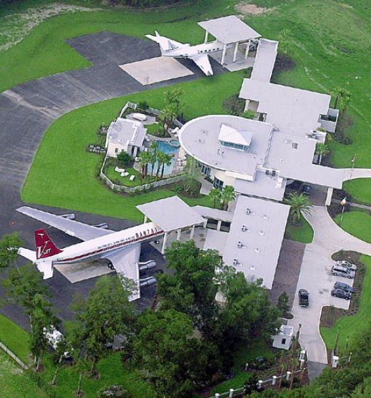 John Travolta's House Is An Airport With Runways For ...