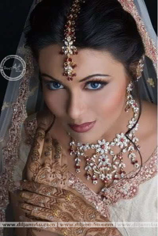 White Dress Bridal Makeup : Shadi Pictures: 07/09/11