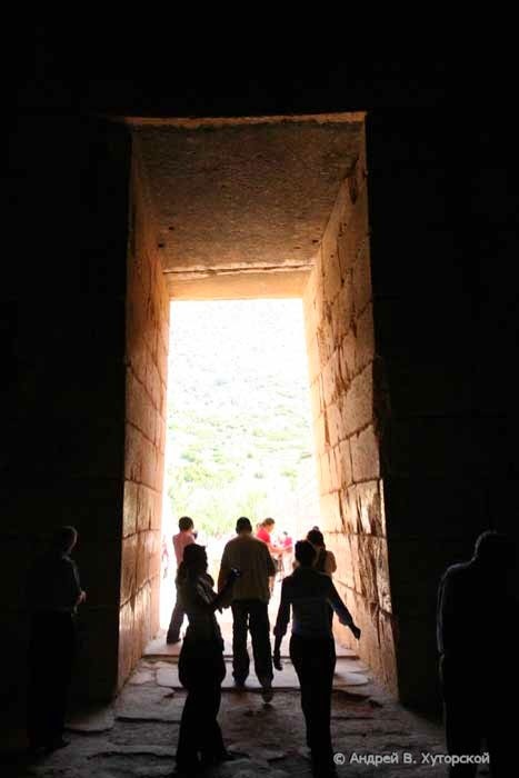 Entrance to dome of Treasury of Atreus as slot matching device