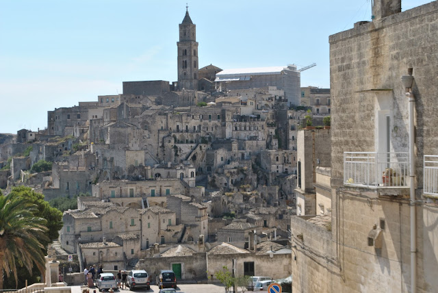 sassi di matera mariafelicia magno fashion blogger colorblock by felym fashion blog italiani fashion bloggeer italiane traver viaggi matera 2019 vivi matera matera città della cultura 2019 travel blog