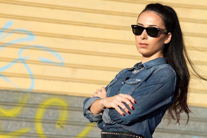 Bloguera de moda valenciana con Gafas de Sol Ray Ban Wayfarer Polarizadas y camisa de Meltin' Pot