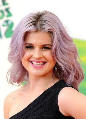 Kelly Osbourn rózsaszín haj