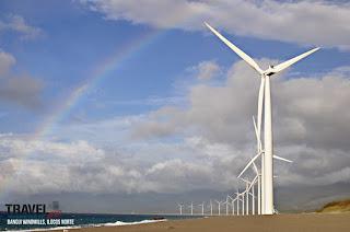 molinos eolicos y arco iris