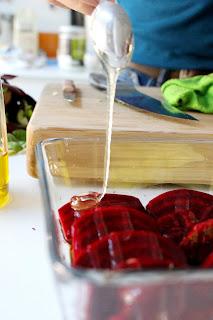 [Fermetisten] Geroosterde rode biet en spruitjes op een crème van pompoen met aardappelkoekjes