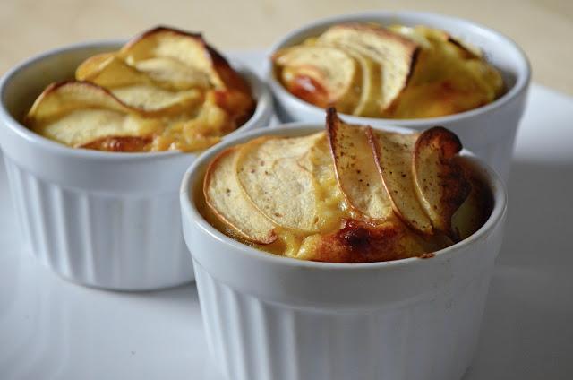 Pastel de patatas, manzana y cebolla al romero