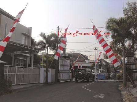 Pos masuk Puri Lidah Kulon  Indah