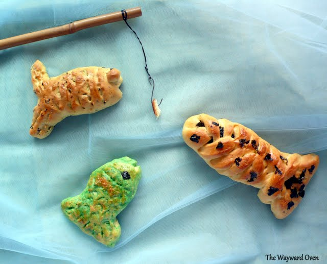The wayward oven hunger games fish bread for Fish shaped bread