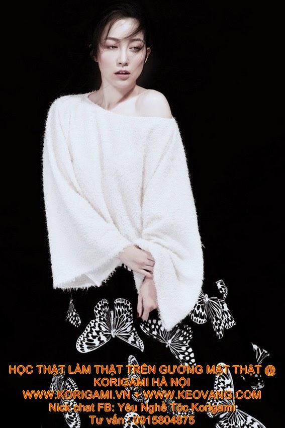 [0915804875] học viện tóc kéo vàng Korigami THAM KHẢO BẢNG GIÁ LÀM TÓC + HỌC PHÍ CÁC KHÓA  Giải vàng siêu mẫu 2013 biến hóa trong những hình ảnh khác nhau khi trang điểm khuôn mặt với xu hướng vẽ mắt đồ họa và tô son ombre.  1. Vẽ mắt đồ họa  Không mềm mại như kiểu vẽ mắt mèo nhưng những đường kẻ cứng cáp của phong cách vẽ mắt đồ họa vẫn có sức hấp dẫn đặc biệt với các cô nàng cá tính. Nhất là sau khi các thương hiệu lớn như Anthony Vaccarella, Hache, Zadig & Voltaire... lần lượt giới thiệu phong cách này trong show của mình thì nó đã trở thành một trong những xu hướng đình đám nhất mùa xuân hè năm nay.  LAN KHUÊ, NỔI LOẠN, MAKE UP ẤN TƯỢNG, TRANG ĐIỂM, DẠY TRANG ĐIỂM LAN KHUÊ, NỔI LOẠN, MAKE UP ẤN TƯỢNG, TRANG ĐIỂM, DẠY TRANG ĐIỂM LAN KHUÊ, NỔI LOẠN, MAKE UP ẤN TƯỢNG, TRANG ĐIỂM, DẠY TRANG ĐIỂM 2. Phối màu son ombre  Hiệu ứng ombre (màu sắc đậm nhạt pha trộn vào nhau, chuyển dần từ tông nhạt sang đậm, sáng sang tối hoặc ngược lại) ngày nay không còn xa lạ với các tín đồ yêu thích thời trang, làm đẹp. Cách phối màu ombre có thể sử dụng 2-3 màu cùng tông để tạo phong cách nhẹ nhàng, lãng mạn. Còn ngược lại, khi sử dụng các gam màu tương phản như siêu mẫu Lan Khuê sẽ tạo nên sự phá cách, độc đáo và cá tính.  LAN KHUÊ, NỔI LOẠN, MAKE UP ẤN TƯỢNG, TRANG ĐIỂM, DẠY TRANG ĐIỂM LAN KHUÊ, NỔI LOẠN, MAKE UP ẤN TƯỢNG, TRANG ĐIỂM, DẠY TRANG ĐIỂM LAN KHUÊ, NỔI LOẠN, MAKE UP ẤN TƯỢNG, TRANG ĐIỂM, DẠY TRANG ĐIỂM
