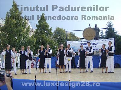 """Trupa de dans popular traditional """"Padureanca"""" din Tinutul Padurenilor"""