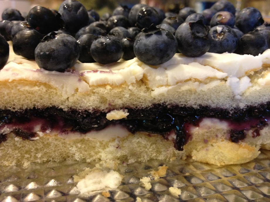 Blueberry+cream+cake.jpg