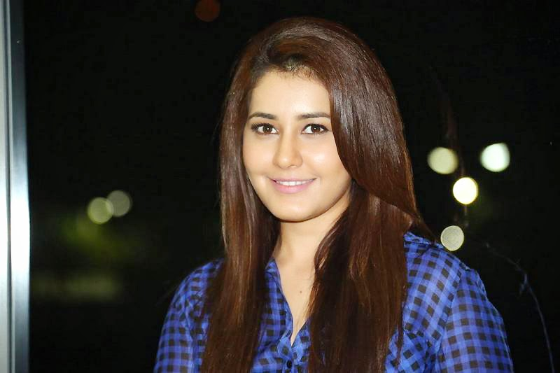 Raashi Khanna at Lakshmi Raave Maa Intiki Audio Launch