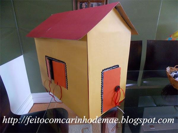 casinha feita com caixa de papelão