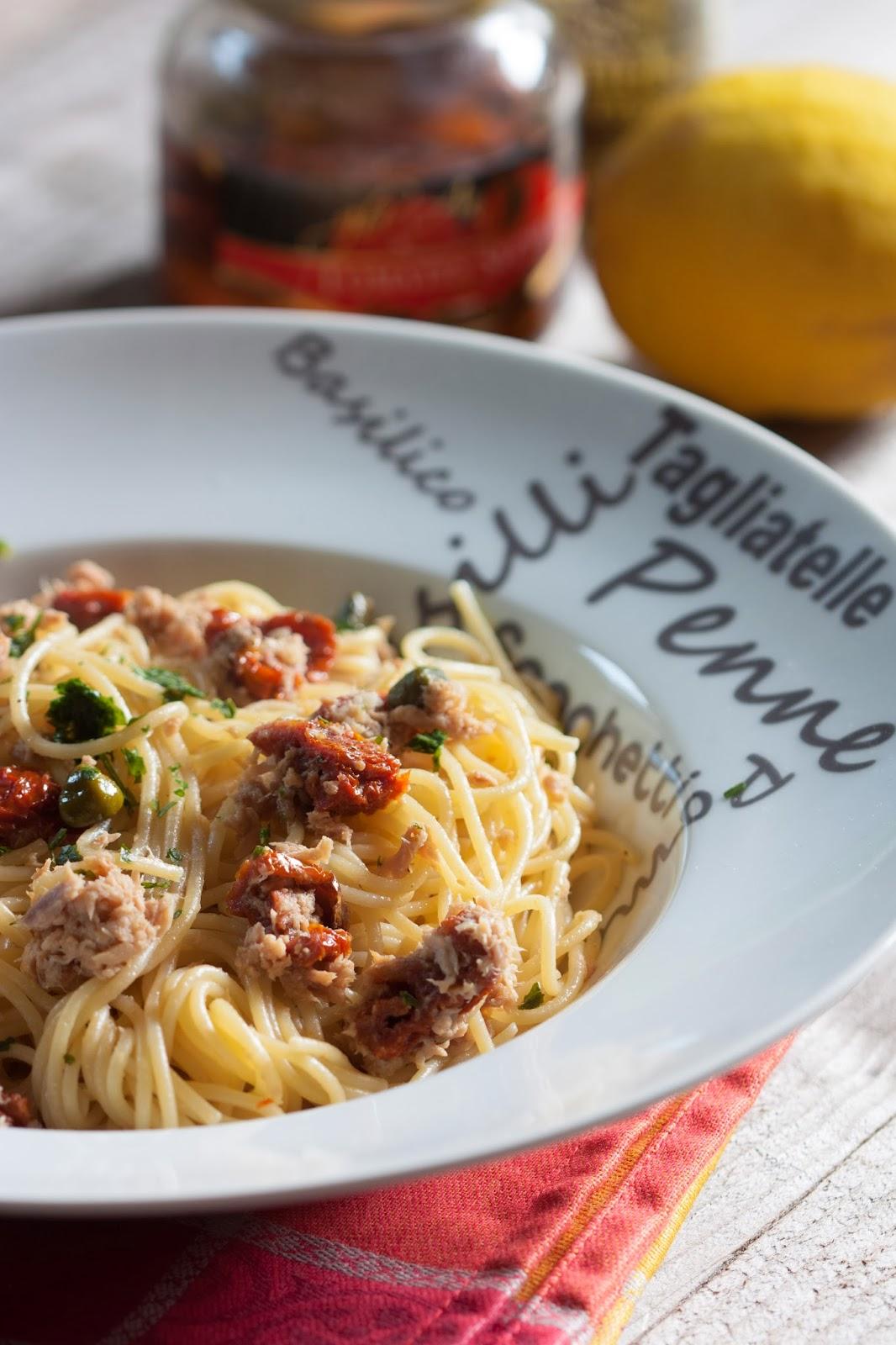 spaghetti thon c pres et tomates s ch es objectif z ro miette. Black Bedroom Furniture Sets. Home Design Ideas