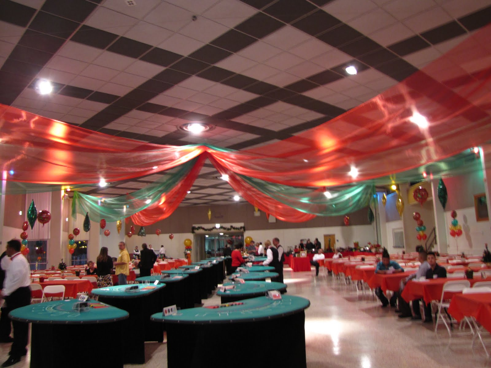 Balloons Decorations For Parties  Party Favors Ideas ~ 085417_Christmas Decoration Ideas For Office Ceiling